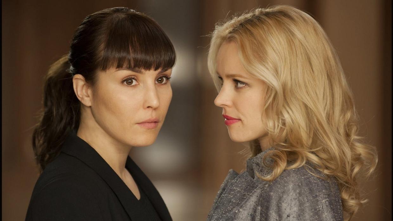 Noomi Rapace en Rachel McAdams in 'Passion' Beeld TMDB