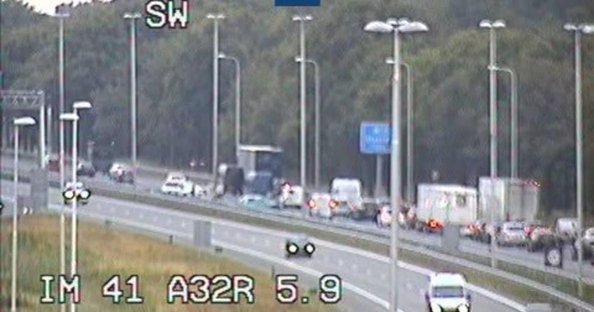 File op A28 bij Staphorst door ongeval met vrachtauto.