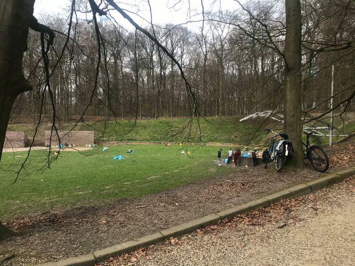 De Ronde Weide rond 17.00 uur zondagmiddag. Van de 200 Vitesse-fans is nog slechts een klein plukje over.