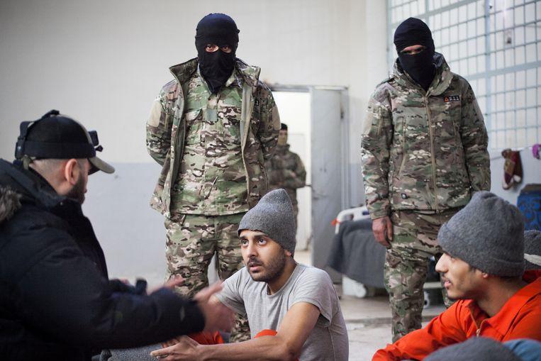 Belgische jihadisten Annas Koundi en Abdellah Nouamane in de gevangenis van Al-Hasakah Beeld © Khabat Abbas
