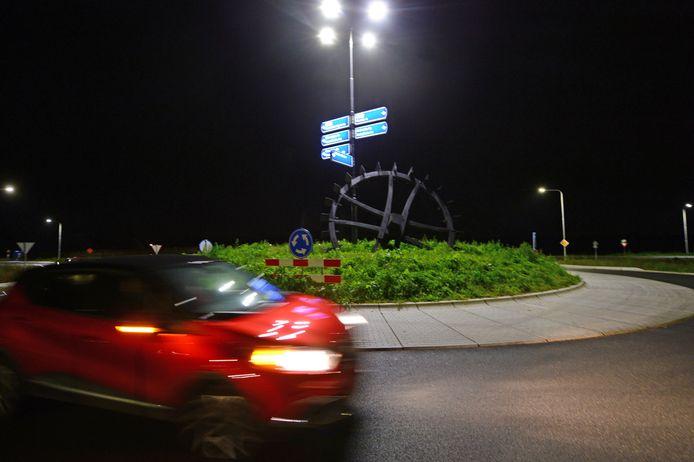 Het 'Reetmölle-rad' op de rotonde bij de dorpsentree is sinds enkele maanden hét landmark waar de Rietmolenaren trots op zijn.