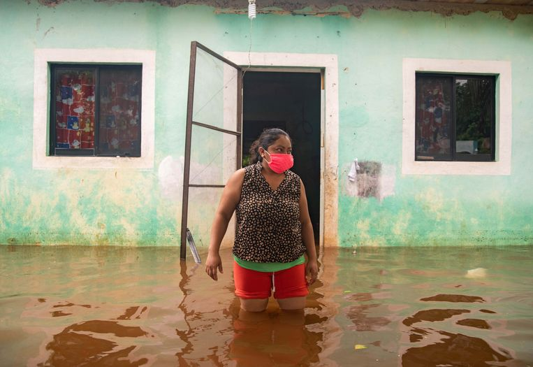 Overstromingen in Tecoch, Yucatán, door de storm Cristóbal. Beeld EPA