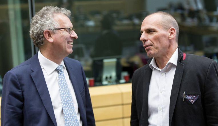 De Luxemburgse minister Pierra Gramegna met zijn Griekse collega Varoufakis. Beeld AP