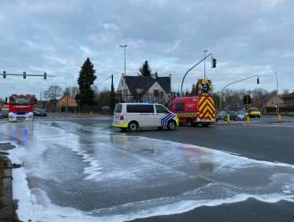 Kruispunt Vijfhuizen even volledig afgesloten wegens oliespoor