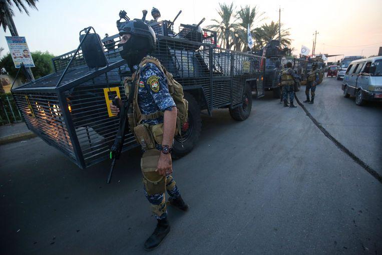 Politieagenten in Sadr City.