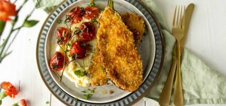 Wat Eten We Vandaag: Aubergineschnitzel met pastinaakpuree en gepofte tomaatjes