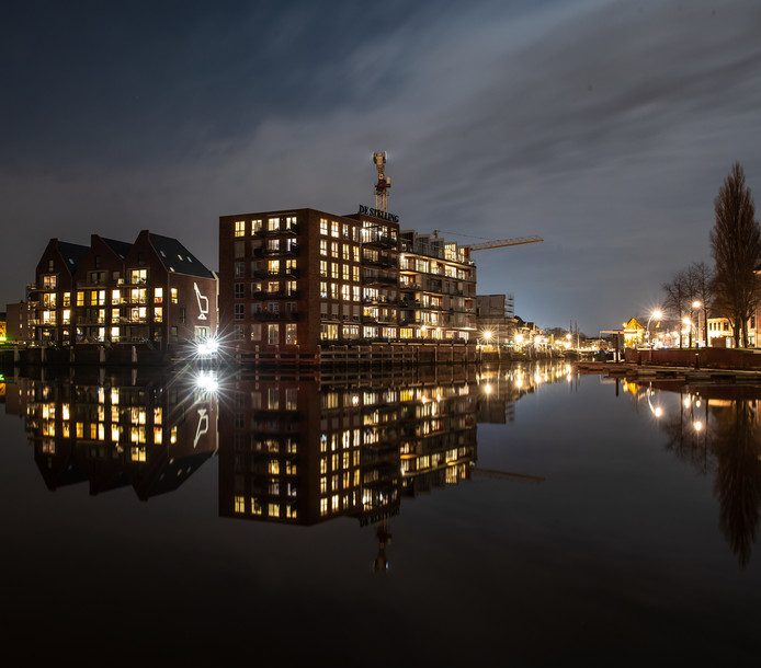 Het Kraanbolwerk in Zwolle, gebouwd op de plek waar vroeger een fabriek stond. In de wijken rondom het centrum zijn nog veel mogelijkheden voor nieuwe woningbouw, denkt de Taskforce Versnelling Woningbouw.