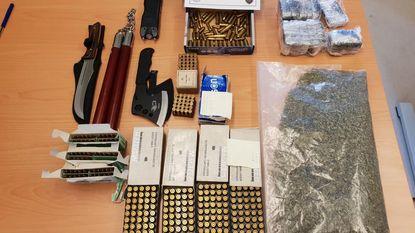 Politie vindt munitie en illegale wapens