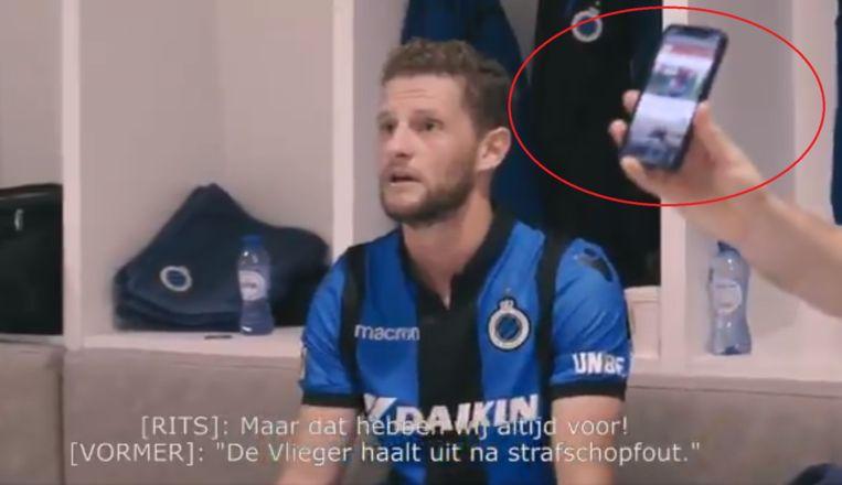 Vormer zwaaide met een smartphone om te tonen dat Club een strafschop moest krijgen.