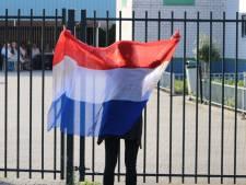 Enkele Pegida-aanhangers demonstreren toch bij Enschedese moskee