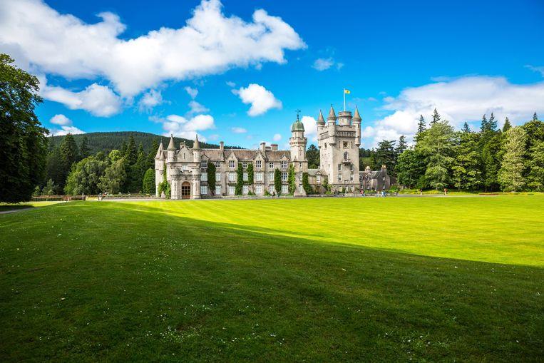 Balmoral Castle, het zomerverblijf van de Britse koninklijke familie. Koningin Elizabeth hoeft niet bang te zijn dat ze grond moet verkopen voor de aanleg van een milieuvriendelijke pijpleiding. Beeld AGF/Universal Images Group via G