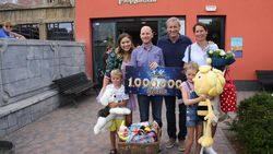 Mand vol cadeaus van Gert Verhulst: Waregems gezin is één miljoenste bezoeker Plopsaqua