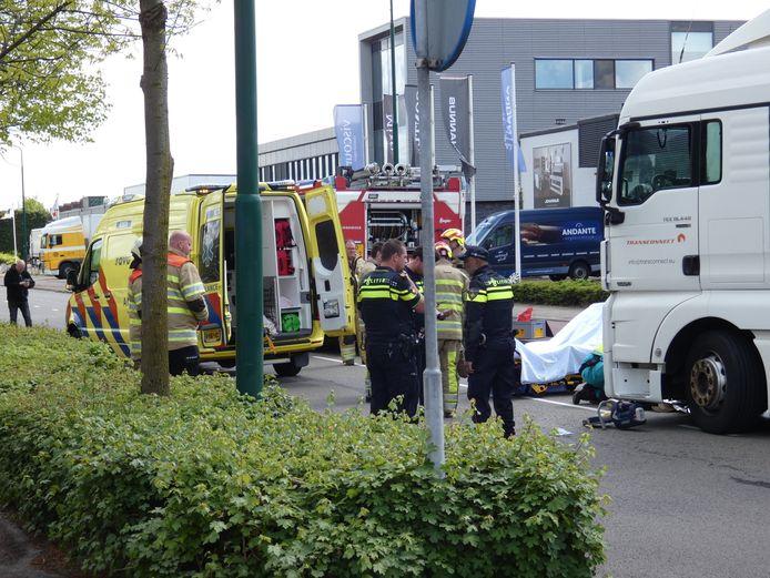 In Veenendaal heeft een ernstig verkeersongeluk plaatsgevonden op de splitsing van de Industrielaan / Laan der Techniek.
