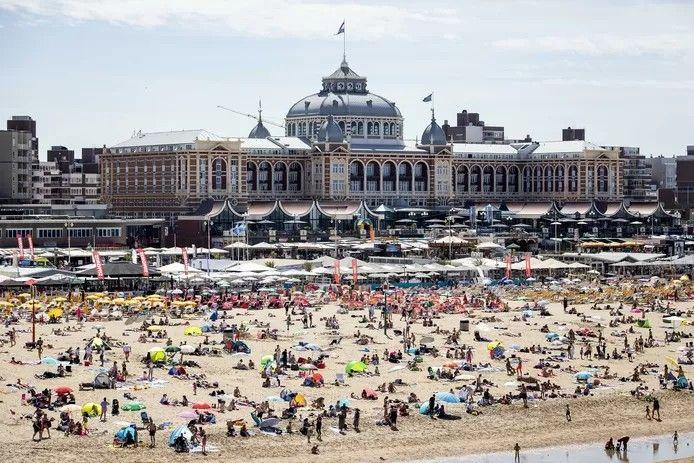 Strandtenthouders zijn teleurgesteld dat plannen om een groter aantal paviljoens te laten staan in de winter onverwacht toch niet doorgaan.