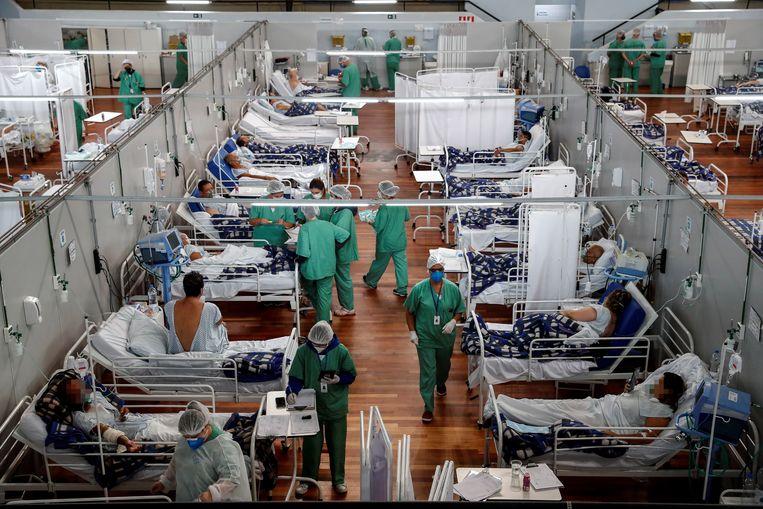 Patiënten op de covidafdeling in São Paolo, Brazilië. 'Iedereen kent nu de term R-waarde. Die kan je ook toepassen in andere domeinen.' Beeld EPA