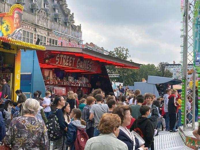 Veel volk op de laatste dag van Leuven Kermis.