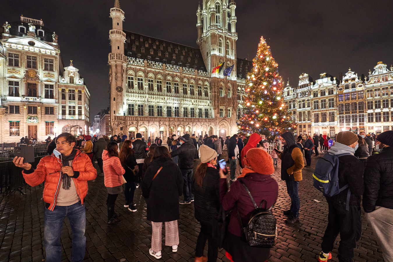 Bruxelles, ce week-end: les illuminations de Noël ont, comme à Bruges, attiré les foules