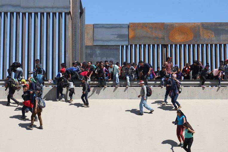 Migranten aan de Mexicaanse grens (archiefbeeld).