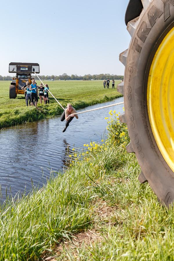 Studenten van Terra MBO organiseren in samenwerking met Aeres Hogeschool, een Mud-run op de Maargies Hoeve te Kallenkote. Deze Mud-run wordt georganiseerd vanuit de achterliggende gedachte de kloof tussen boer en burger te verkleinen.