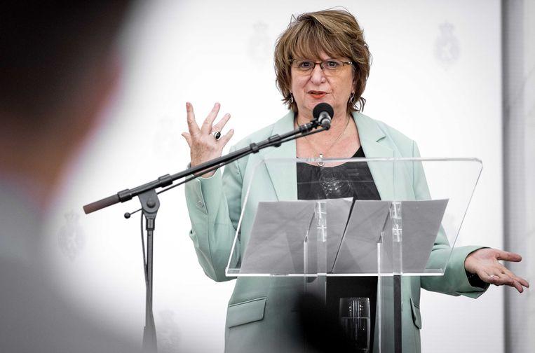 Informateur Mariette Hamer licht haar werkzaamheden toe tijdens een korte persconferentie in de Oude Zaal van het Tweede Kamergebouw. Beeld ANP