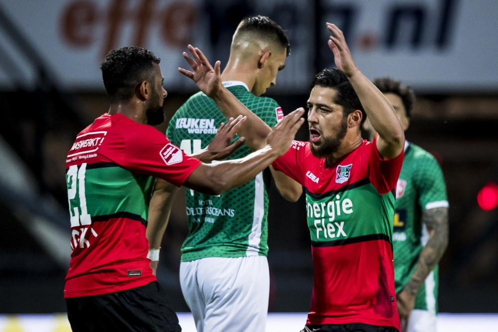 Anass Achahbar (rechts) scoorde de 1-0.