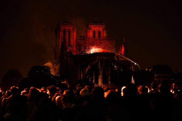 De samengetroepte toeschouwers op het plein waren verbijsterd. Er heerste een apocalyptische sfeer. Beeld AFP