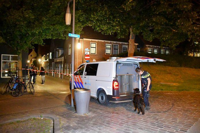 De politie zocht de omgeving af, waarbij ook een speurhond werd ingezet.