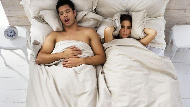Een snurkende bedpartner kan het slapen flink lastig maken. Beeld Thinkstock