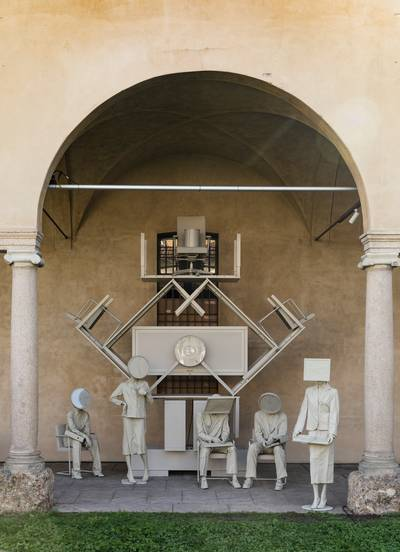 De 'Nothing New'-installatie met tweedehands Lensvelt-meubilair, vormgegeven door Maarten Spruijt.lensvelt.nl