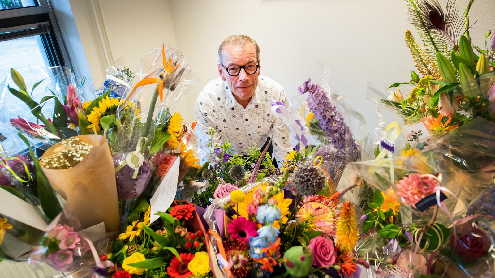 Fred Meijer werd bij zijn afscheid als directeur van het Edison College bedolven onder de bloemen. De meest opmerkelijke cadeaus kwamen echter van zijn eigen kinderen.