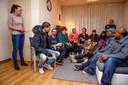 In februari 2019 spraken slachtoffers van de chroom-6-affaire in de woonkamer van Natascha van de Put (links) over de vergoeding die gemeente en NS hen aanboden. ARCHIEFFOTO