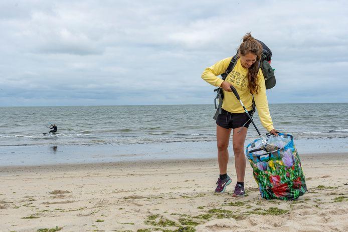 Steef de Ruijter komt ook in onze regio het strand opruimen.