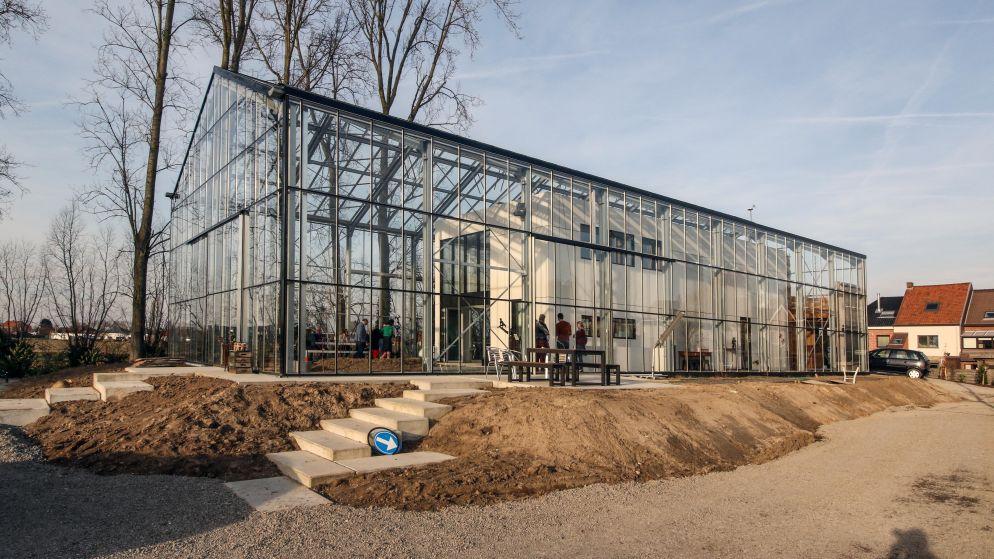 Bouw je huis in een serre: 70.000 euro extra maar nooit nog factuur voor water of stroom
