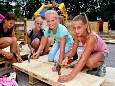 Kinderen bouwen en slopen op de 40ste Speel-In