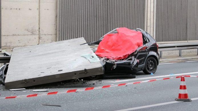 De automobiliste uit Keulen bezweek ter plekke aan haar verwondingen.