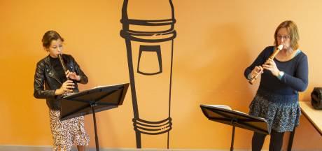 Rijssense muziekschool is eindelijk weer open: 'Je kunt elkaar weer in de ogen kijken'