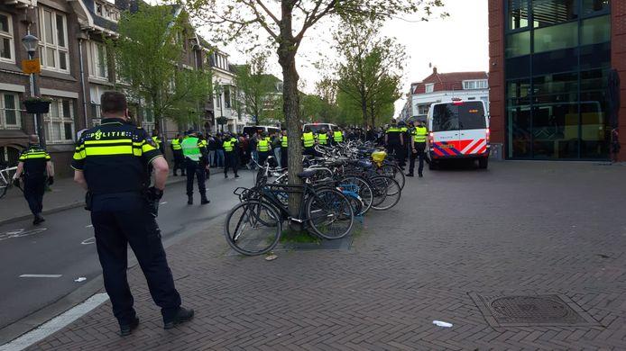 De politie maakt zich klaar om het gebied rondom het Westplein leeg te vegen
