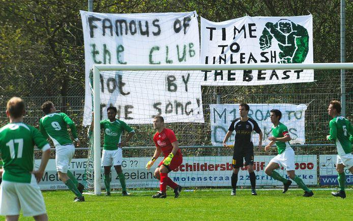 De Meeuwen (groene shirts, archiefbeeld) sleepte zaterdag na rust de overwinning binnen.