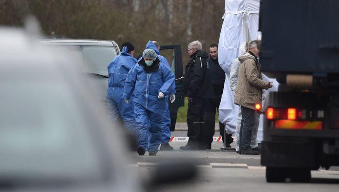Onderzoek op de plek waar de schutter vanochtend gedood is door de politie.