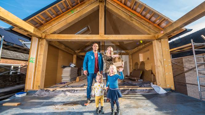Sharon en Rodin gaan wonen in een huis van stro in Enschede: 'Iedereen begint over het huis van de drie biggetjes'
