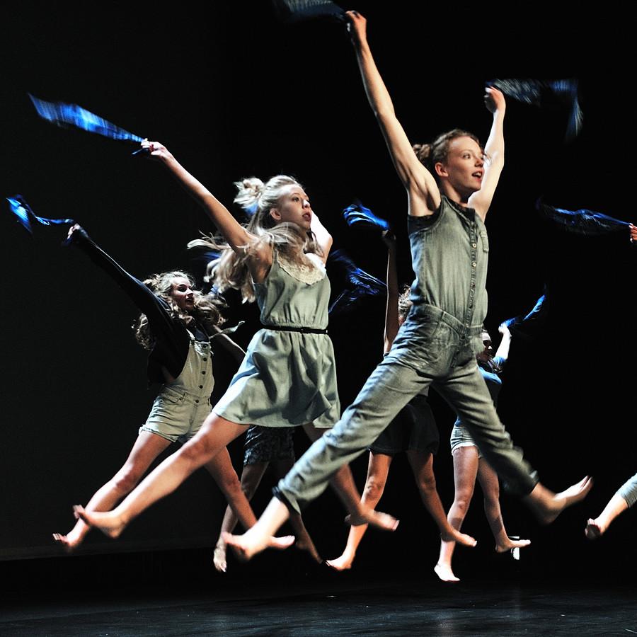 dansfestival roosendaal danst.eerste voorstelling in de kring met leerlingen van fontys. archieffoto peter van trijen uit 2015
