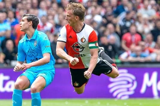 Feyenoord - Heracles Almelo: Dirk Kuyt scoort de 2-0 tijdens het Eredivisie duel tussen Feyenoord en Heracles Almelo op 14 mei 2017.