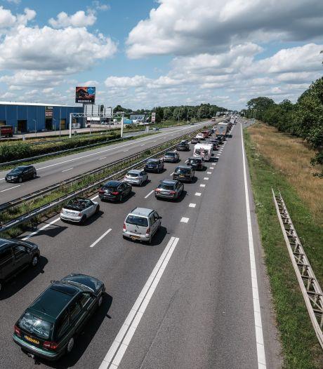 Flinke file door ongeluk met vrachtwagen op A12 tussen Zevenaar en Arnhem; weg is weer vrij