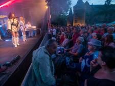 'Dancing queens' bevolken kasteeltuin