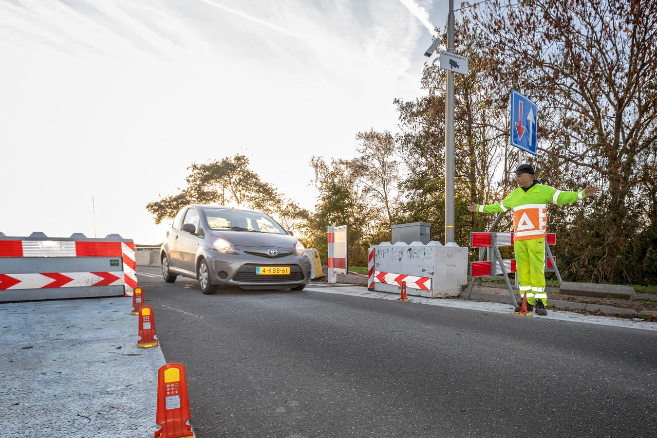 De Langebrug in Oud Ade is al sinds het najaar van 2018 afgesloten voor vrachtwagens.