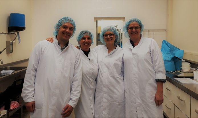 Agnes van der Niet (tweede van links) is productmanager en verantwoordelijk voor de ontwikkeling van loempia's.