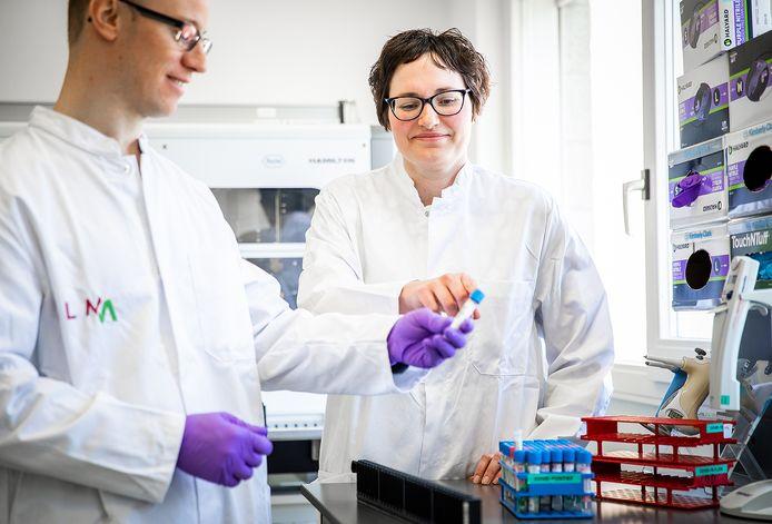 Rechts: arts-microbioloog Inge Huijskens.