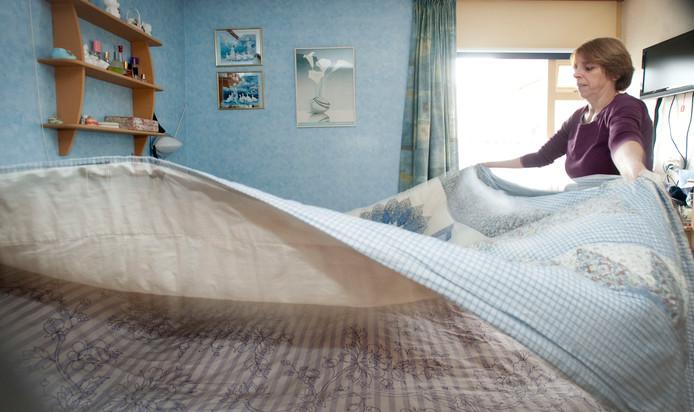 Huishoudelijke hulp aan het werk. Foto: Frans Nikkels