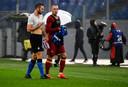 Stefan de Vrij en Rick Karsdorp ruilen van shirt na AS Roma - Internazionale (2-2) in Stadio Olimpico.