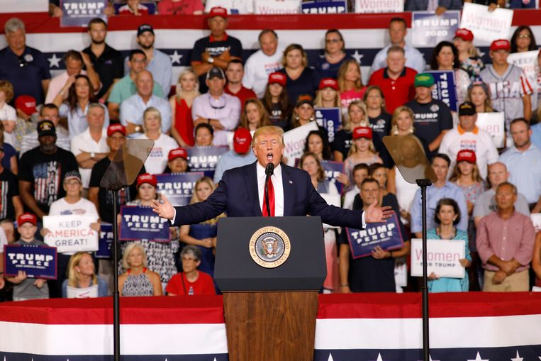 Trump praat over Ilhan Omar in Greenville, Noord Carolina en de menigte antwoordt met 'stuur haar terug!'